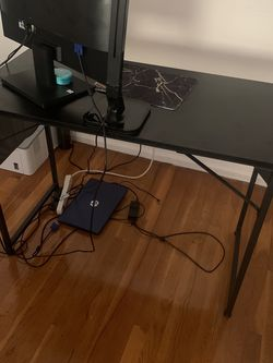 Small Computer Or Work Desk for Sale in Rahway,  NJ