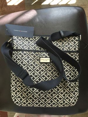 NWT Tommy Hilfiger crossbody purse for Sale in Lincoln Acres, CA