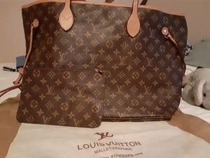 New tote gm size with wristlet for Sale in Las Vegas, NV