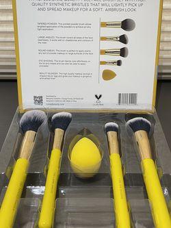 Full Face Makeup Brush and Beauty Blender Sponge Set for Sale in Irvine,  CA