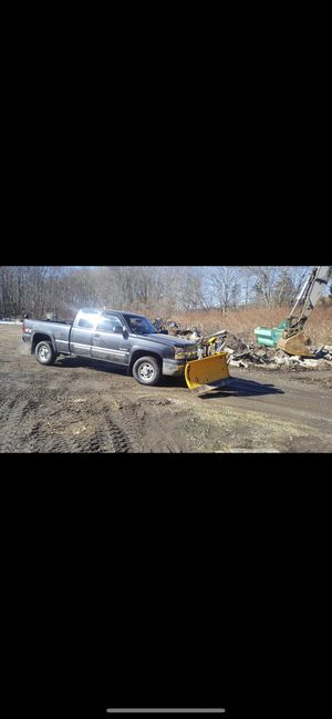 Chevy Silverado 2500 with vplow for Sale in CT, US