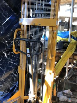 Northern Tool Manual Hydraulic Pallet Stacker for Sale in Miami,  FL