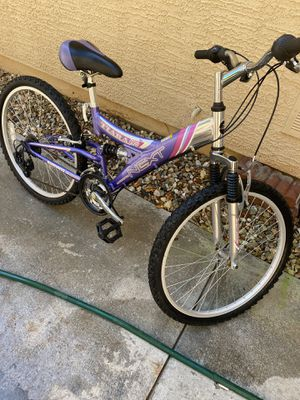 24 inch mountain women's bike great condition for Sale in Surprise, AZ