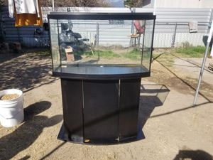 47 Gallon Bowfront Fish Tank/ Aquarium for Sale in San Bernardino, CA
