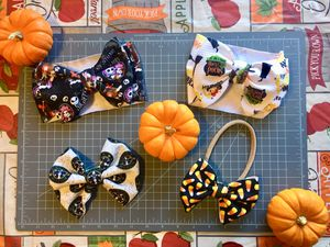 Halloween headwraps and bows 🧡🖤🕷🎃 for Sale in Oakley, CA