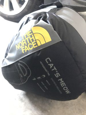 The North Face Sleeping Bag Short/Right Hand for Sale in Fremont, CA