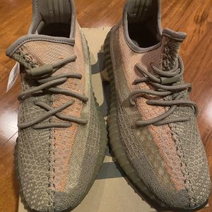 Yeezy 350 V2 Sand Tuape Size 11 for Sale in Kent, WA