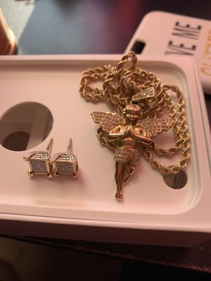 10k gold REAL diamond earrings and 10k gold chain/pendant for Sale in Hartford, CT