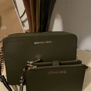 New!!! Any Set For $250 Original Michael Kors for Sale in Lakewood, CA