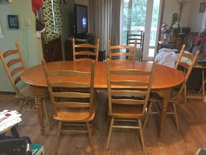 Dinning room table and 6 chairs 500.00 for Sale in Boring, OR