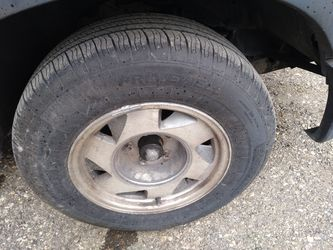 I got a very good set of 215 75 15 tires in very good like new no rims for Sale in San Antonio,  TX