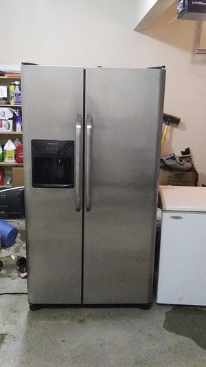 Frigidaire side by side refrigerator for Sale in Conyers, GA