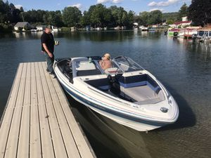 19 8919 foot Bayliner 3.04 cylinder engine runs good needs minor touching up for Sale in Delevan, NY