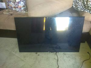 """43"""" tv with wall mount for Sale in Gaston, OR"""