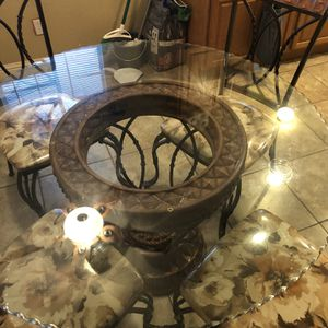 Dining Table W/ 4 Chairs ( Juego De Comedor Con 4 Cillas ) for Sale in Mesquite, TX