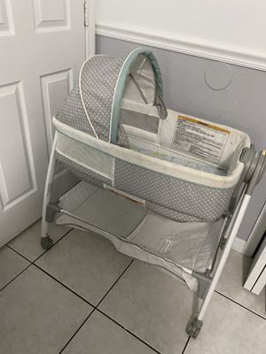 Baby Basinet/ bed/ changing table for Sale in Orlando, FL