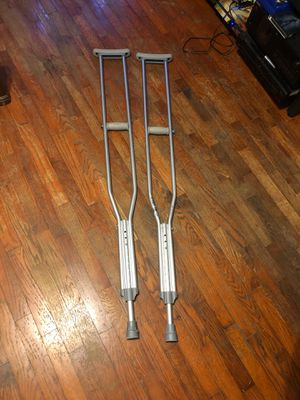 Crutches and knee emphasizer. for Sale in Benton, KY