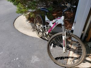 Mongoose Bike - White & Pink for Sale in Lawrenceville, GA