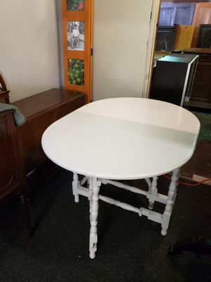 Vintage Double Drop Leaf Dining Table - Delivery Available for Sale in Tacoma, WA