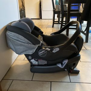 Peg Perego Infant Car Seat 4-35 for Sale in Berkeley, CA