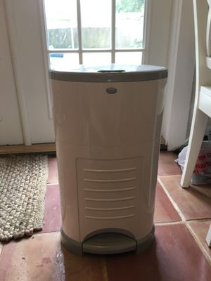 Dekor Diaper Pail with refill packs for Sale in Tampa, FL