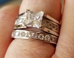 1 ct. Cathedral wedding set..... Sizes 5 and 6 for Sale in Riverside, CA
