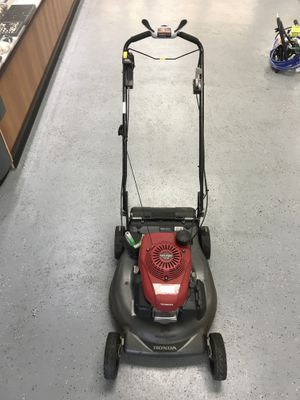 """Honda HRR216K10VYAA 21"""" 4.4 Hp 3-in-1 Variable Speed 4 - Stroke Gas Self-Propelled Lawn Mower with Auto Choke $249.99 for Sale in Tampa, FL"""