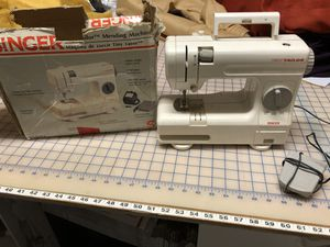 Tiny Taylor mending machine for Sale in Coral Springs, FL