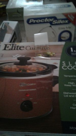 Elite cuisine 1.5 quart slow cooker for Sale in Glenolden, PA