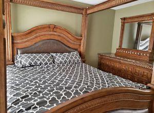 King Bedroom Set - 2 nightstands, dresser and bed frame for Sale in Glendale, AZ