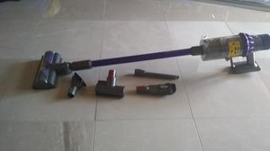 Dyson Cyclone V10 Animal Cordless Vacuum for Sale in Miami, FL