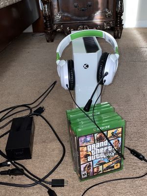 XBOX ONE ORIGINAL SPECIAL EDITION for Sale in Joint Base Andrews, MD