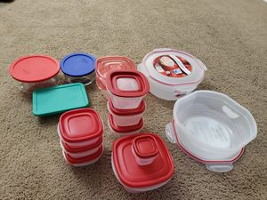 Pyrex 8 PC set and rubbermaid ,sterilite for Sale in Strongsville, OH