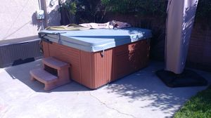 Hot tub looks and works great for Sale in Long Beach, CA