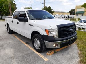 2014 FORD F150 CREW CAB V8 5.0 LOW MILES WE FINANCE for Sale in Miami, FL