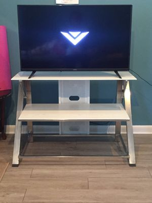 Sturdy TV Stand $15 for Sale in Hoboken, NJ