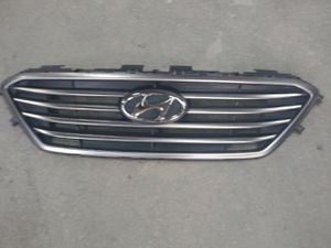 Hyundai sonata grille 2015-2017 for Sale in Kearny, NJ