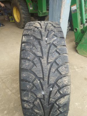 195/65 R15 studded tires like new on universal rims set of 4 for Sale in Hoquiam, WA