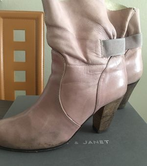Jane and janet booties women size 7, leather specially discolored by brand, used for Sale in Santa Ana, CA