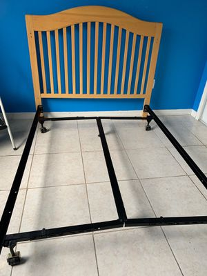 Full-size Bed frame with Headboard for Sale in Pembroke Pines, FL