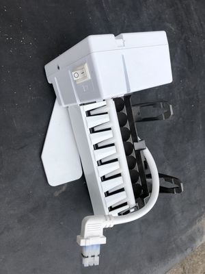 GE IM4A Ice maker for refrigerator freezer. Ice maker only as pictured for Sale in Seattle, WA