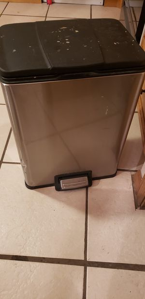 Kitchen trash for Sale in Sebring, FL
