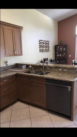 Shaker Cabinets (Real wood) for Sale in Pembroke Pines, FL