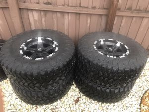 Jeep Wrangler Rims with tires for Sale in Orlando, FL