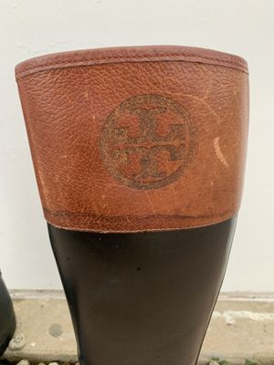 **Killerrrrrr Tory Burch // Leather and Rubber // Rain/Boots! These are SLIM to leg and gorgeous on! for Sale in HOFFMAN EST, IL