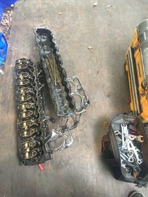 2001 Jeep 4.0 engine parts for Sale in Lorain, OH