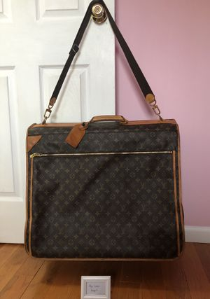 Louis Vuitton Garment bag for Sale in Bolingbrook, IL