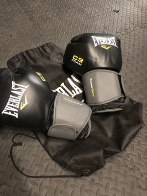 Everlast 3lb heavy bag gloves for Sale in East Los Angeles, CA