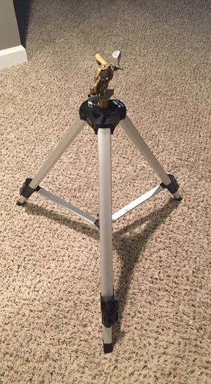 Deluxe Pulsating Sprinkler with Tripod for Sale in Alexandria, VA