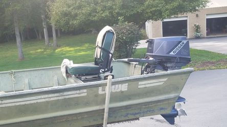 18 ft. Lowe jon boat with 25 horse Nisson for Sale in Lake Ozark,  MO